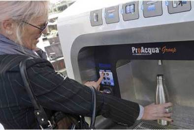Visitor using the ProAcqua machine